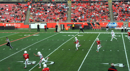 James Quick scores quickly on a 62-yard pass play.