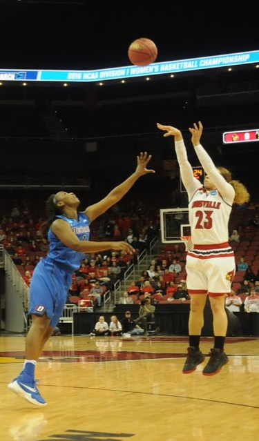 Briahanna Jackson keeps Louisville close.