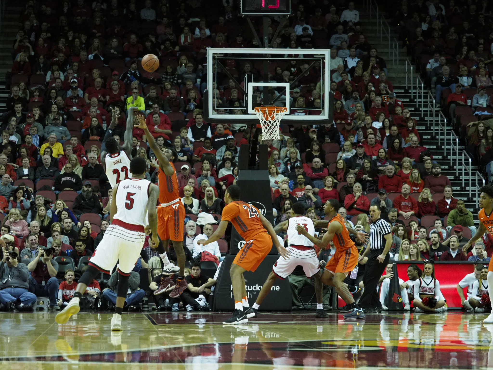 Virginia Tech Hokies at Louisville Cardinals Preview 01/13/18